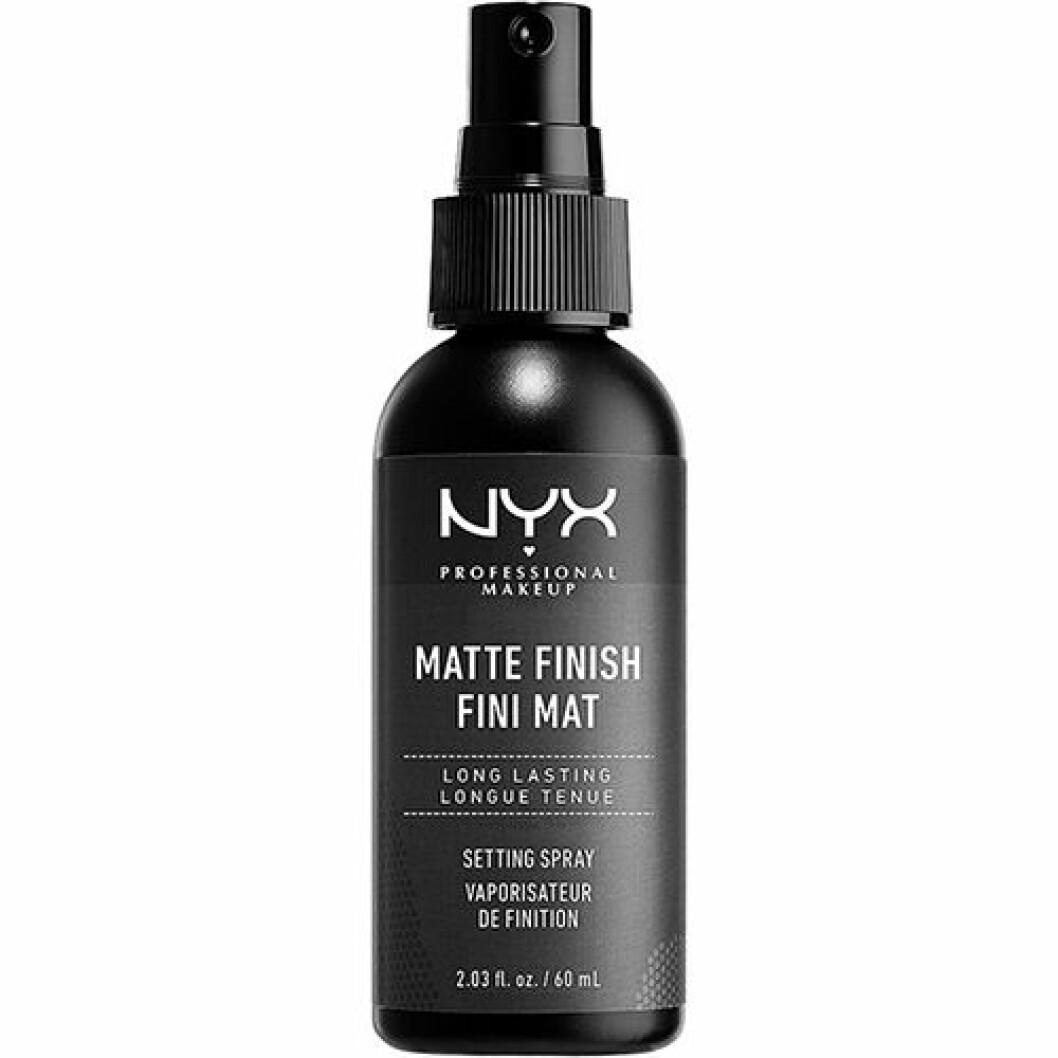 Setting spray med matte finish