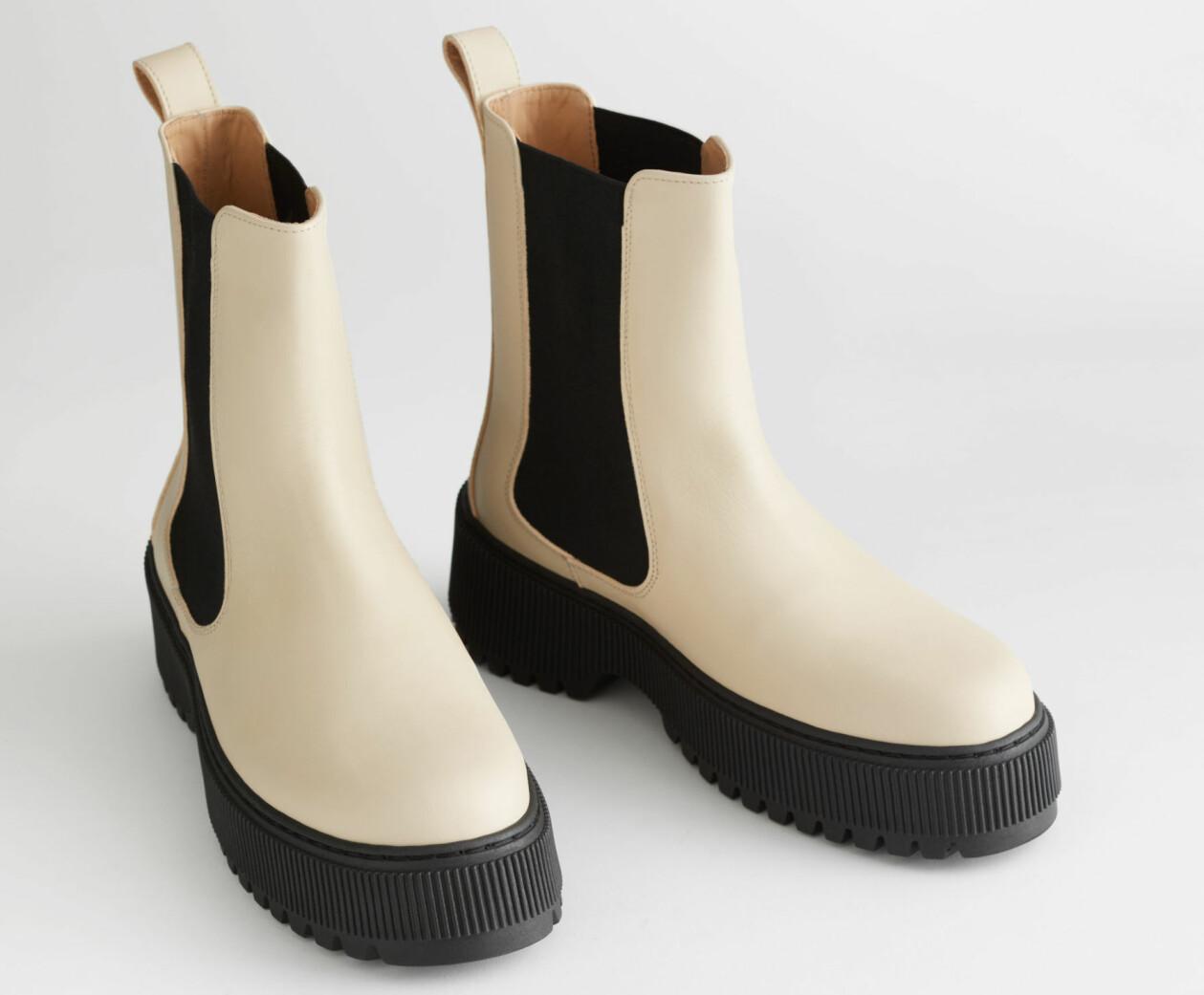 Offwhite boots i skinn från & Other Stories.