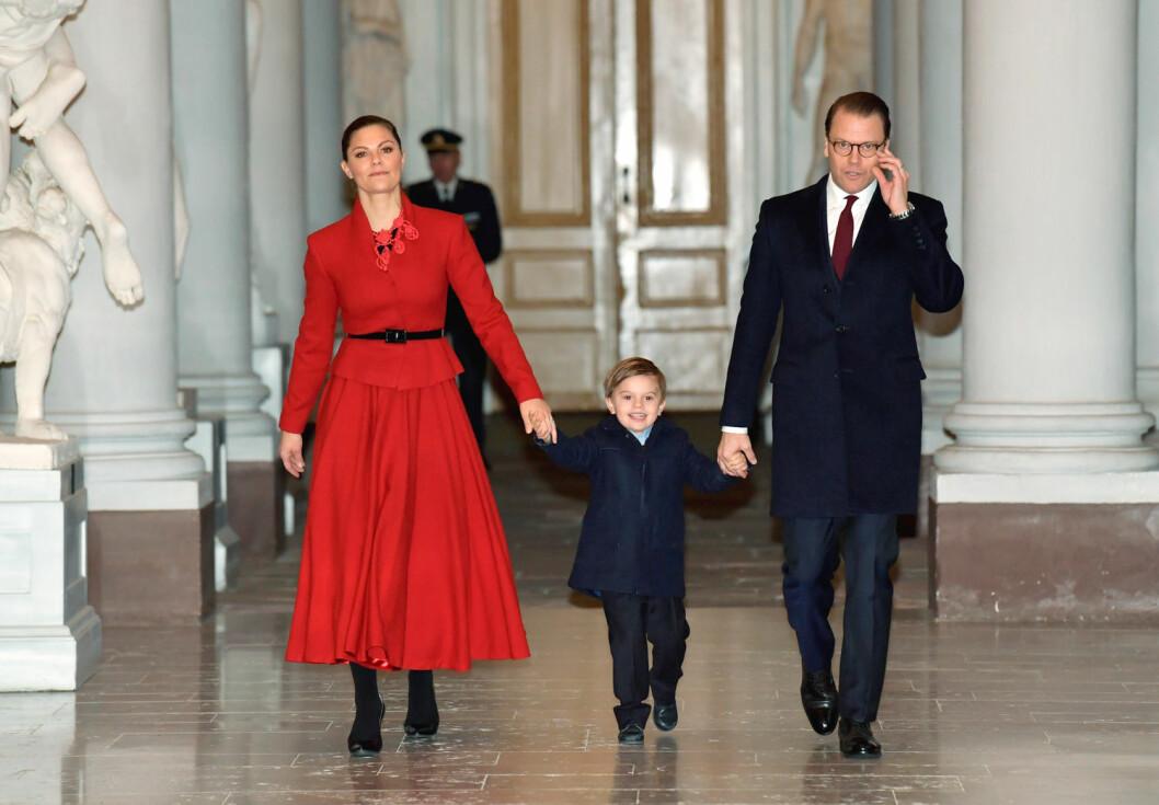 Prins Oscar med sina föräldrar.