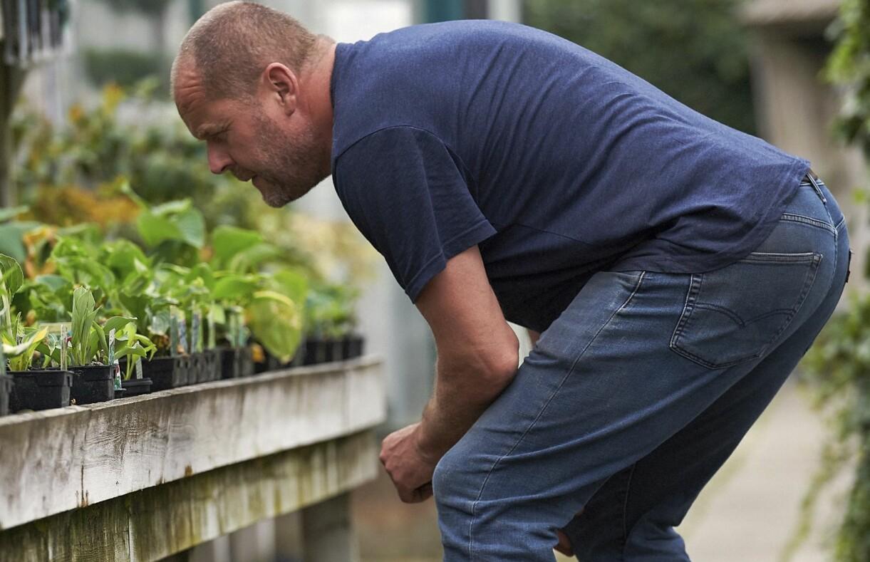 På spaning! John har falkblick när han letar efter plantor.