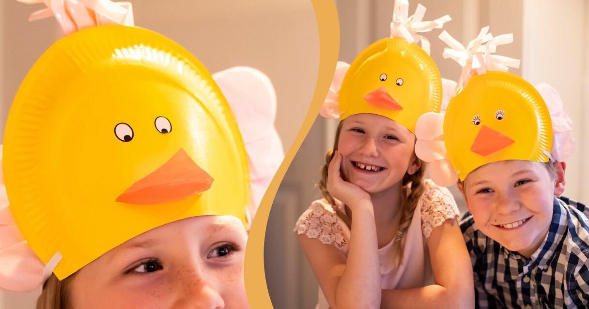 Barn med hemmagjorda hattar som ser ut som kycklingar och är lätta att pyssla själv till påsk