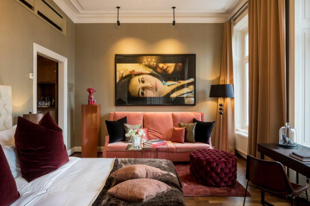 Lyxig hotellkänsla med pasteller och sammet