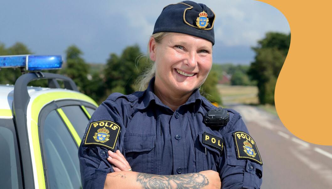 Polisen Jenny ler in i kameran