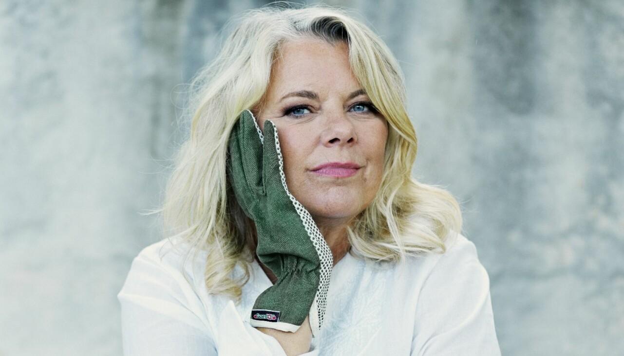Porträtt av författaren Carin Hjulström som är aktuell med nya deckaren Bara ett lite mord.