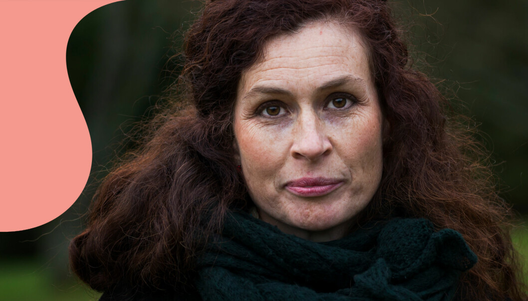Porträtt av Johanna Hildebrand som har skrivit en bok om sina upplevelser i ett destruktivt förhållande.