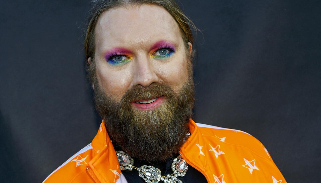 Porträtt av Rickard Söderberg som skickar en hoppfull hälsning så här i coronatider.