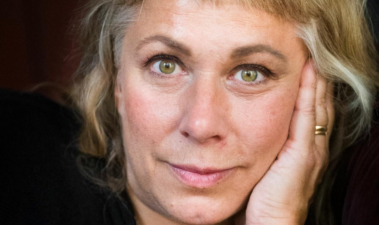 Porträtt av Stina Wollter som berättar om näthatet.