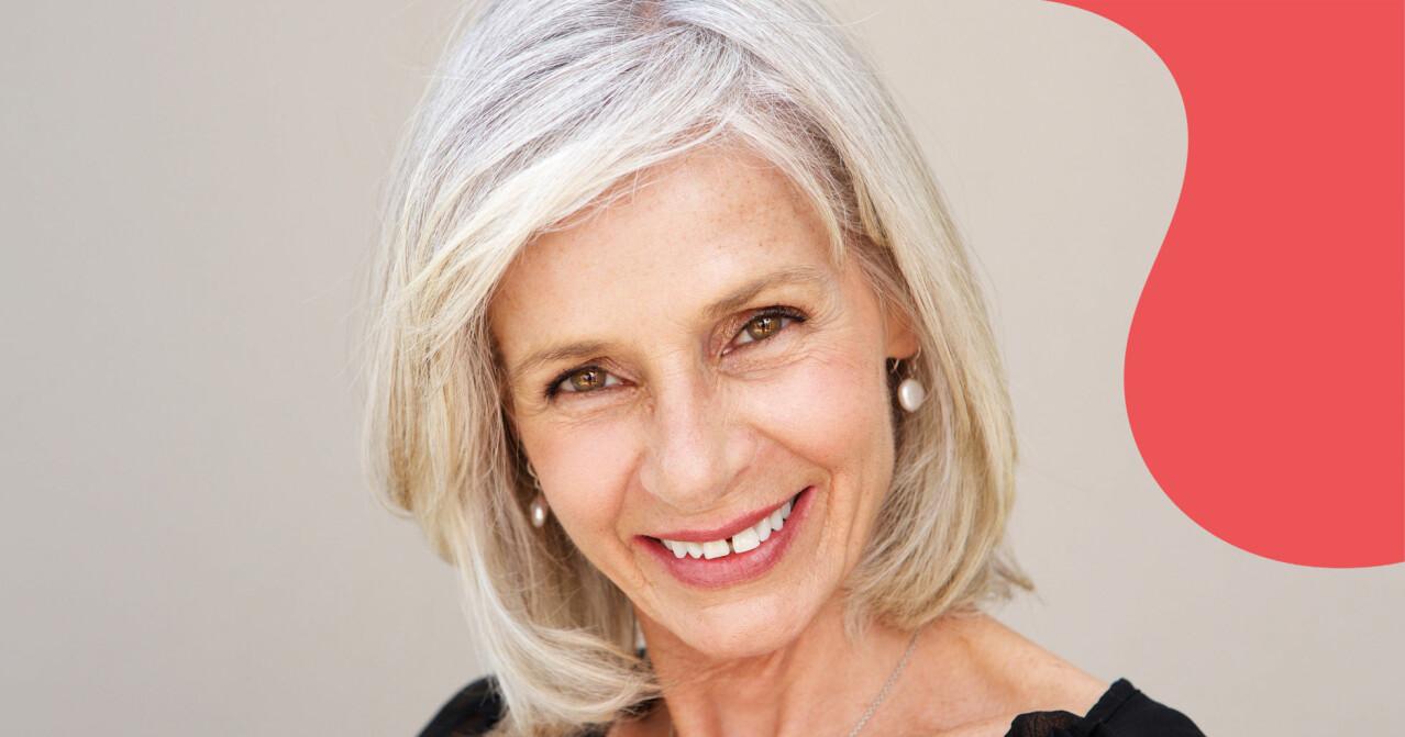 Porträttbild av kvinna med page och grått hår.