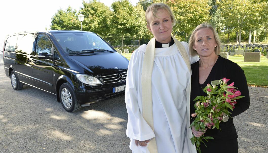 Jessica fick en allergisk reaktion och var nära döden under en begravning men räddades av Jenny Lyckbacke.