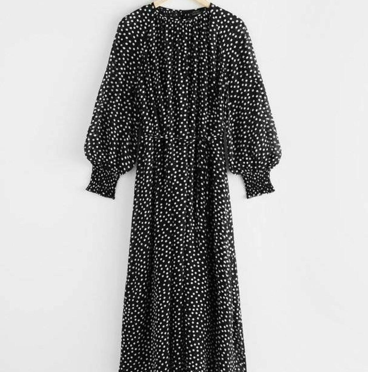 Prickig klänning från & Other Stories.