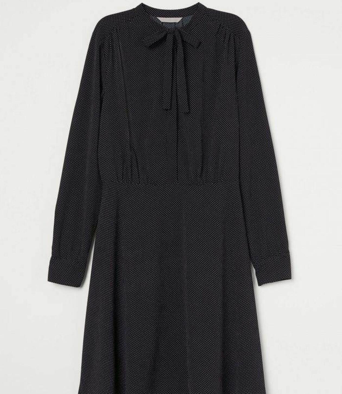 Prickig klänning från H&M.