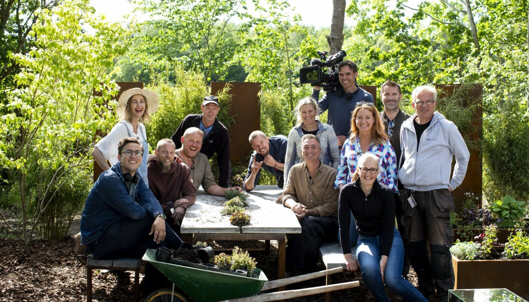 Programledarna på Svt:s Trädgårdstider tillsammans med hela inspelningsteamet under inspelningarna inför säsongen 2021.