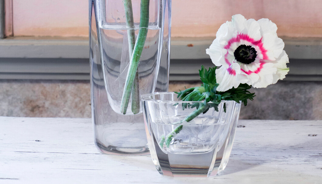 Blomma i antik vas