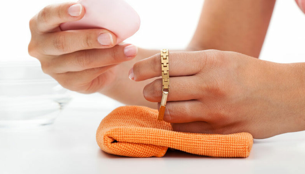 rengöra smycken hemma med professionellt resultat.