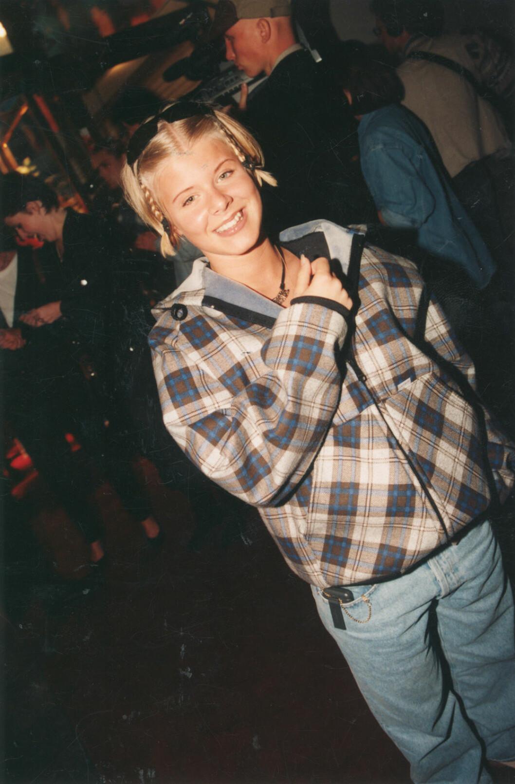 Robyn med flätor i vimlet 1996.