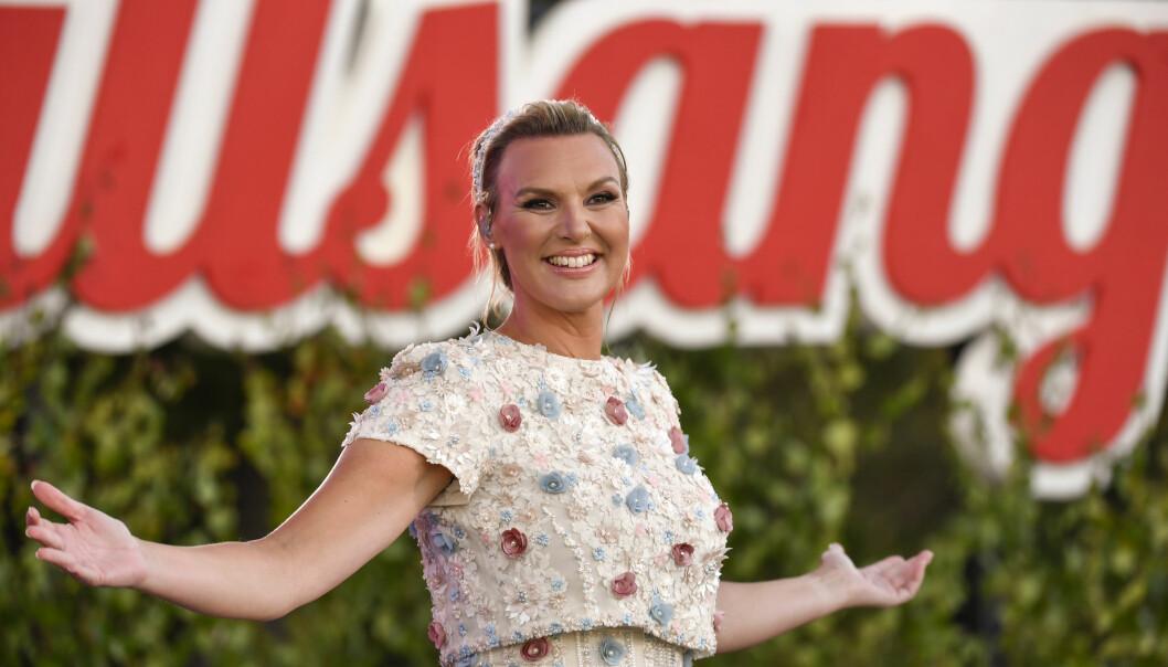 Sanna Nielsen programleder Allsång på Skansen på SVT år 2021 trots graviditeten. Hon har programlett allsången sedan 2016