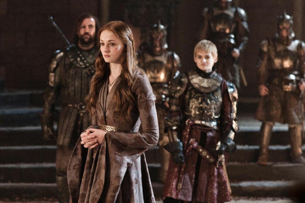 En bild på karaktärerna Sansa Stark, Joffrey Baratheon och The Hound från tv-serien Game of Thrones.