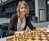 Schackproffset Pia Cramling vid ett uppställt schackbräde.