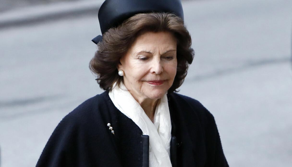 Drottning Silvia iklädd svart på en väns begravning.
