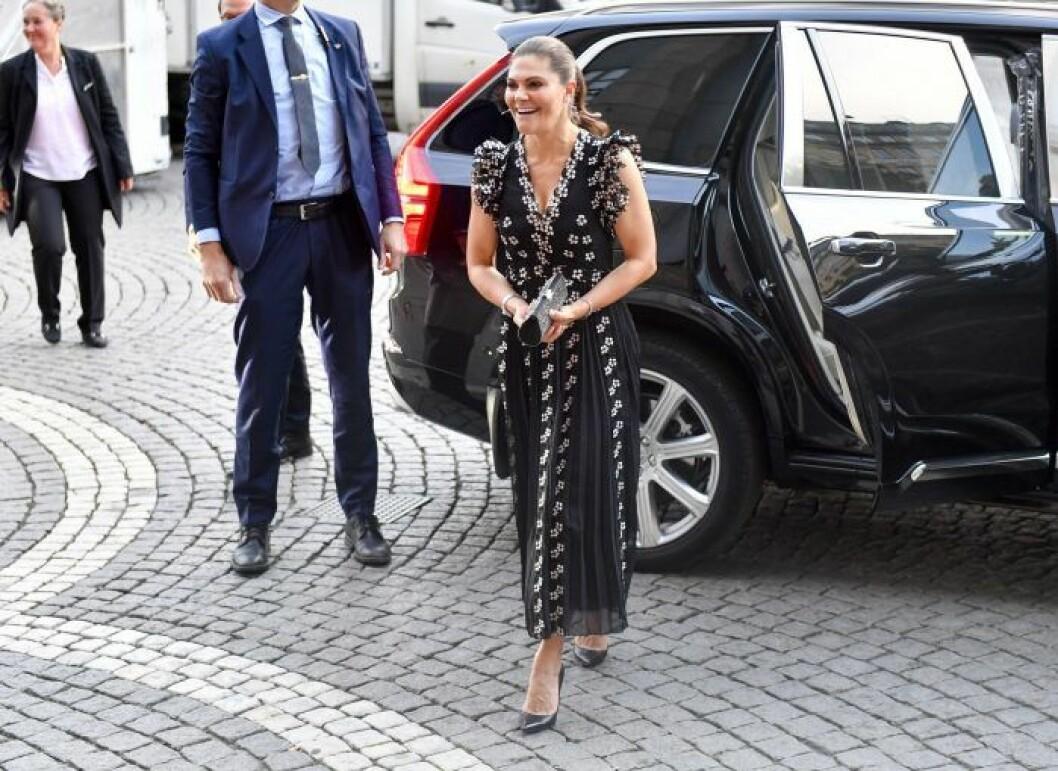 Kronprinsessan Victoria i sin klänning från H&M.
