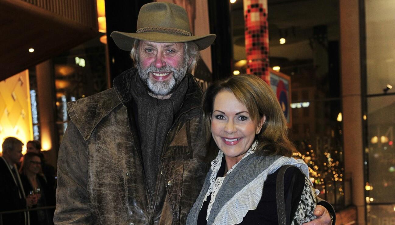 Journalisten Lars Weiss och hans partnera Anna Lindmarker, på filmpremiären av Hamilton.