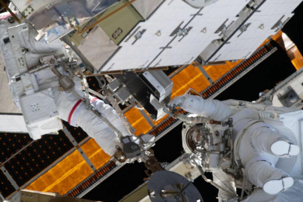 Astronauterna Jessica Meir och Christina Koch gör värdens första helt kvinnliga rymdpromenad.