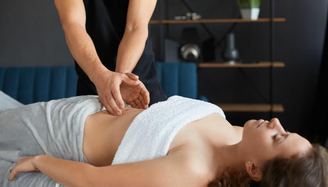 En kvinna som får massage
