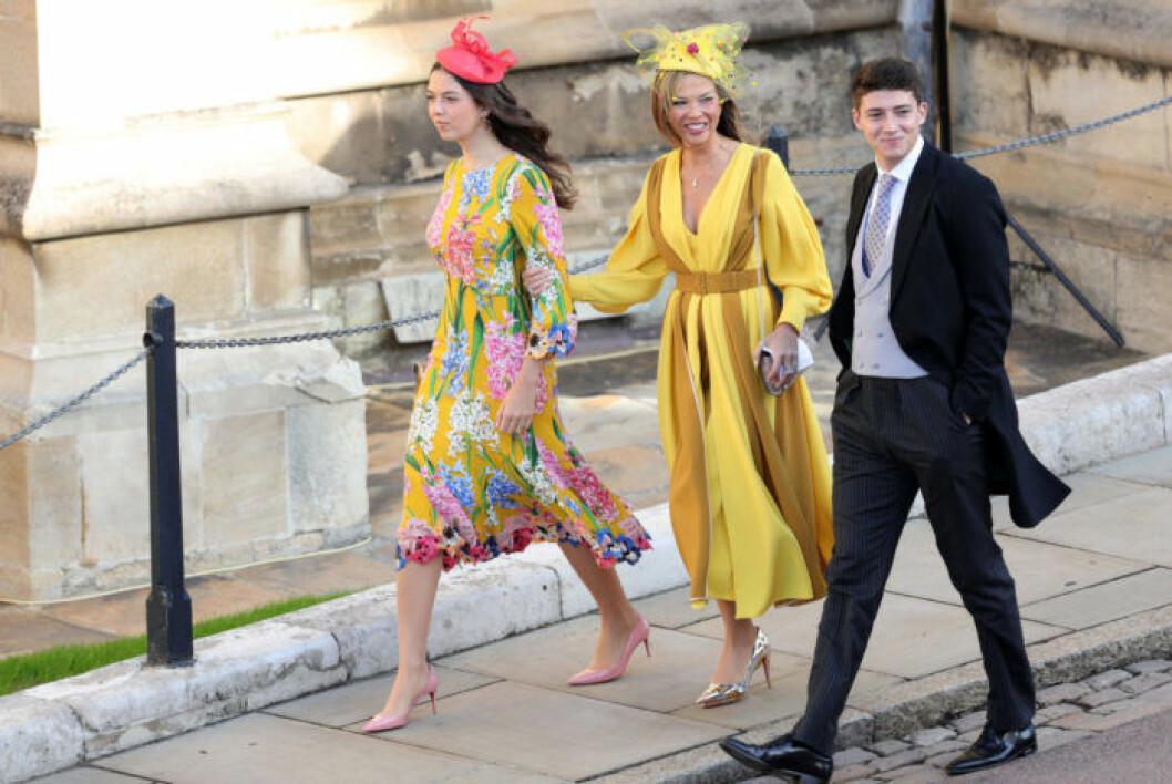 Finklädda gäster på väg till St Georges Chapel