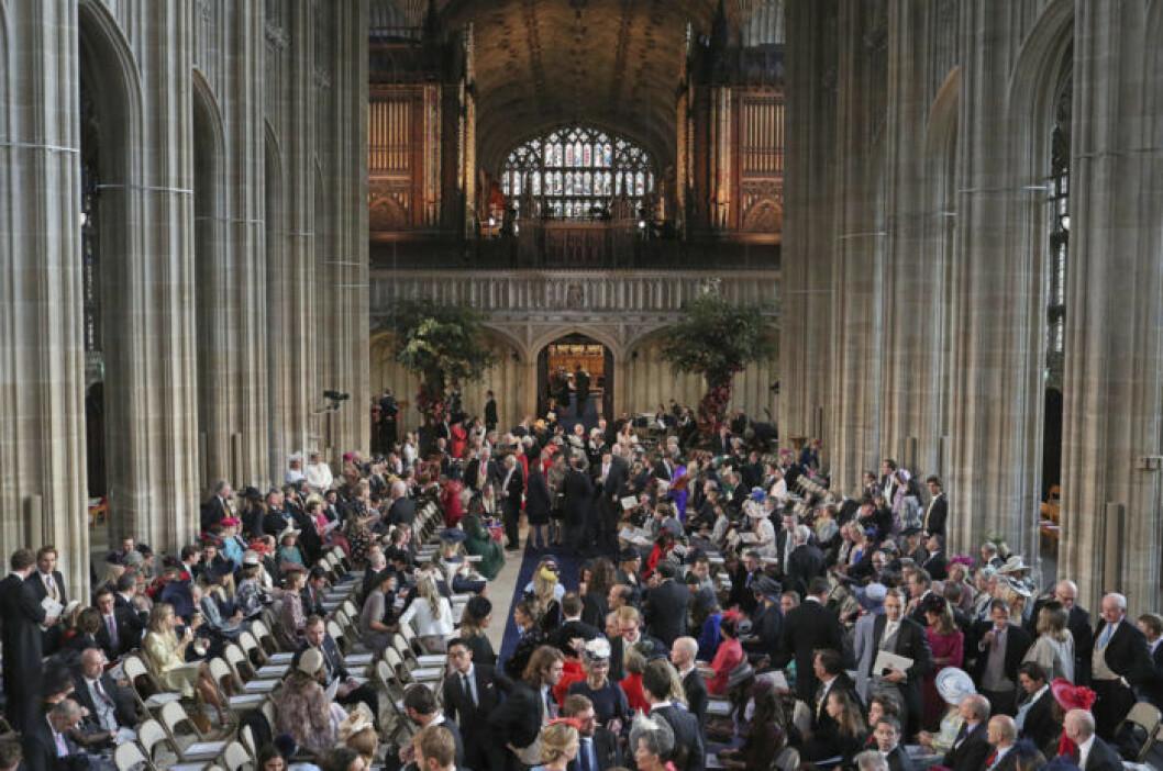 St Georges Chapel blev snabbt fullsatt inför bröllopet mellan Eugenie och Jack Brooksbank