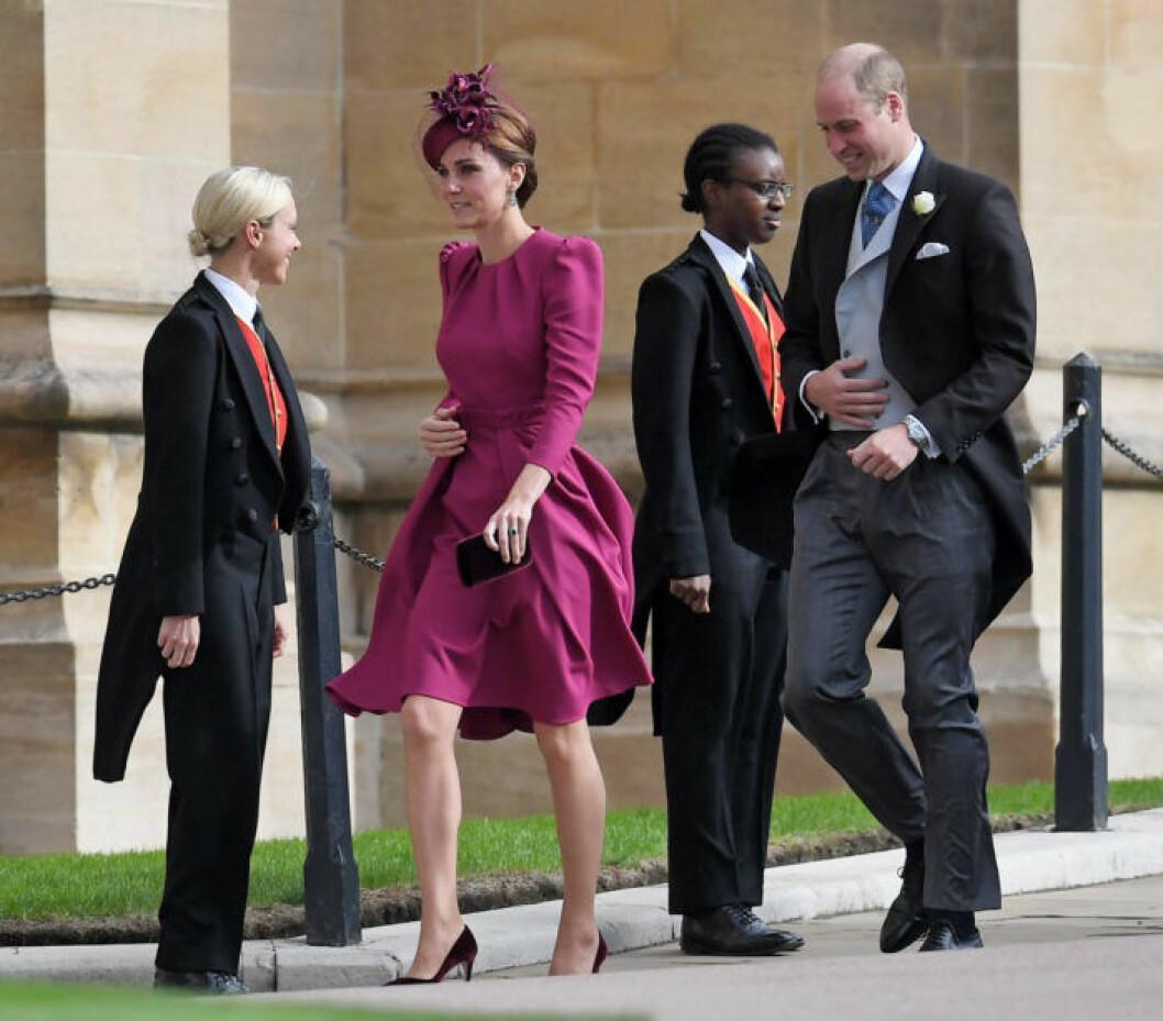 Kate lös upp i sin ljust plommonlila outfit, Will var snygg i jackett.
