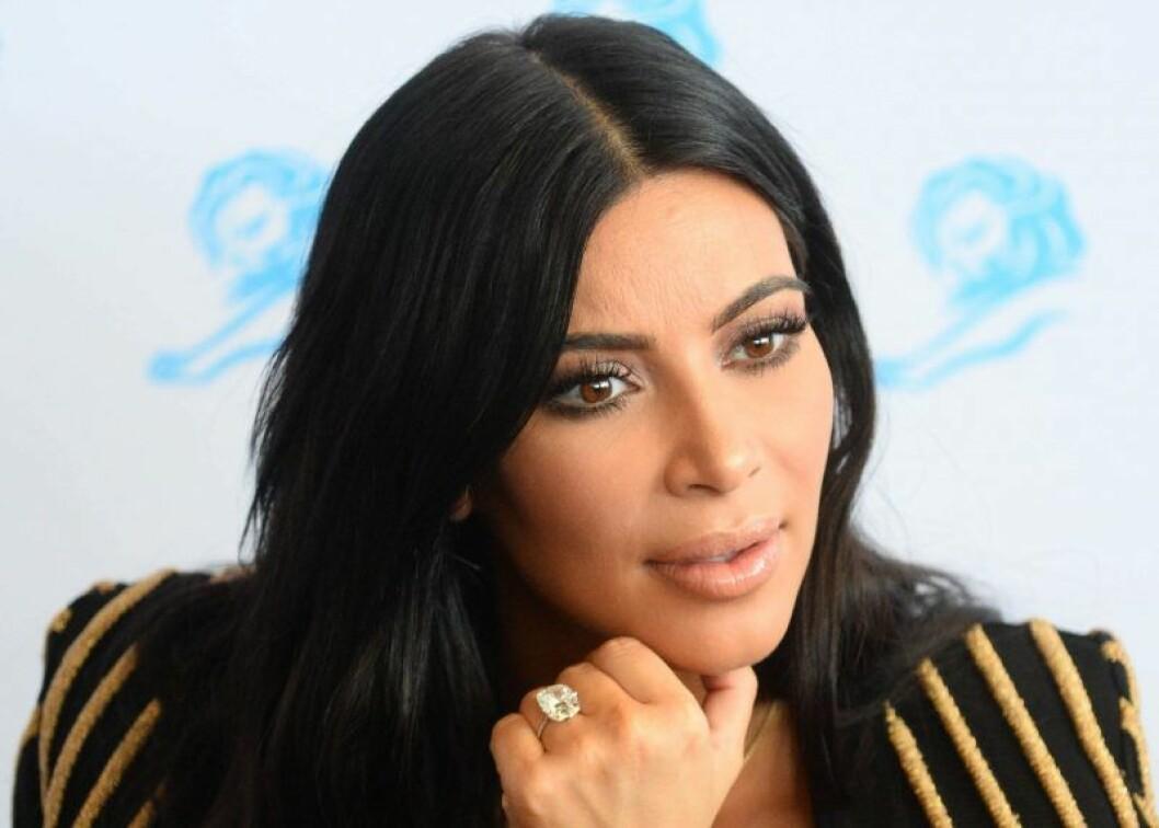 Kim Kardashian visar upp sin ring