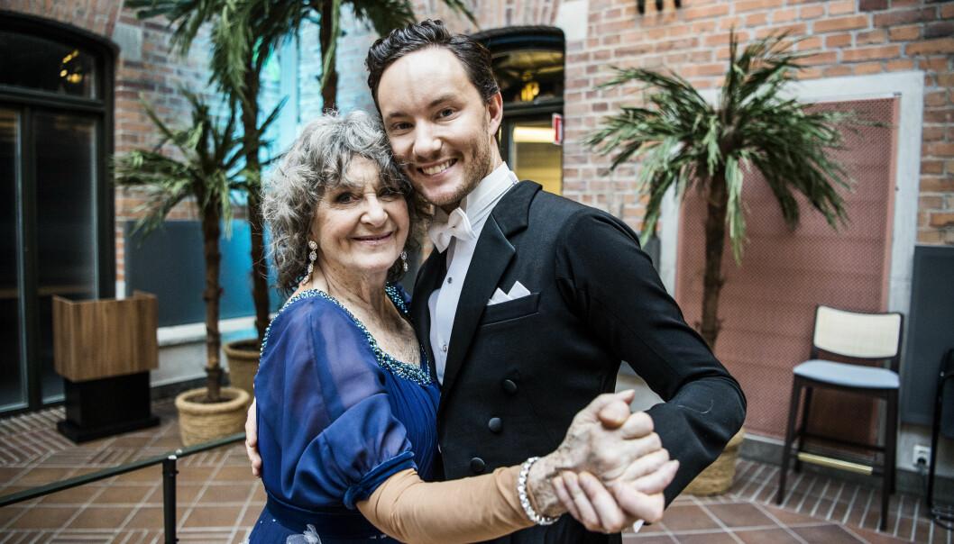 Siw Malmkvist tillsammans med sin danspartner på en pressfotografering inför Let's dance 2020.