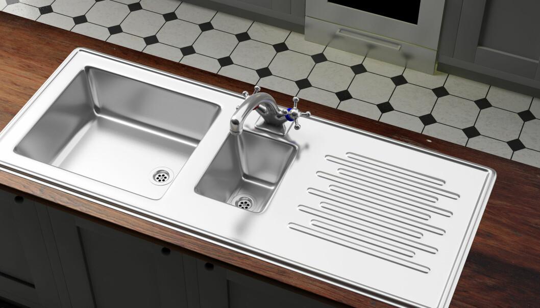 Skinande blank och städad diskbänk och vask.