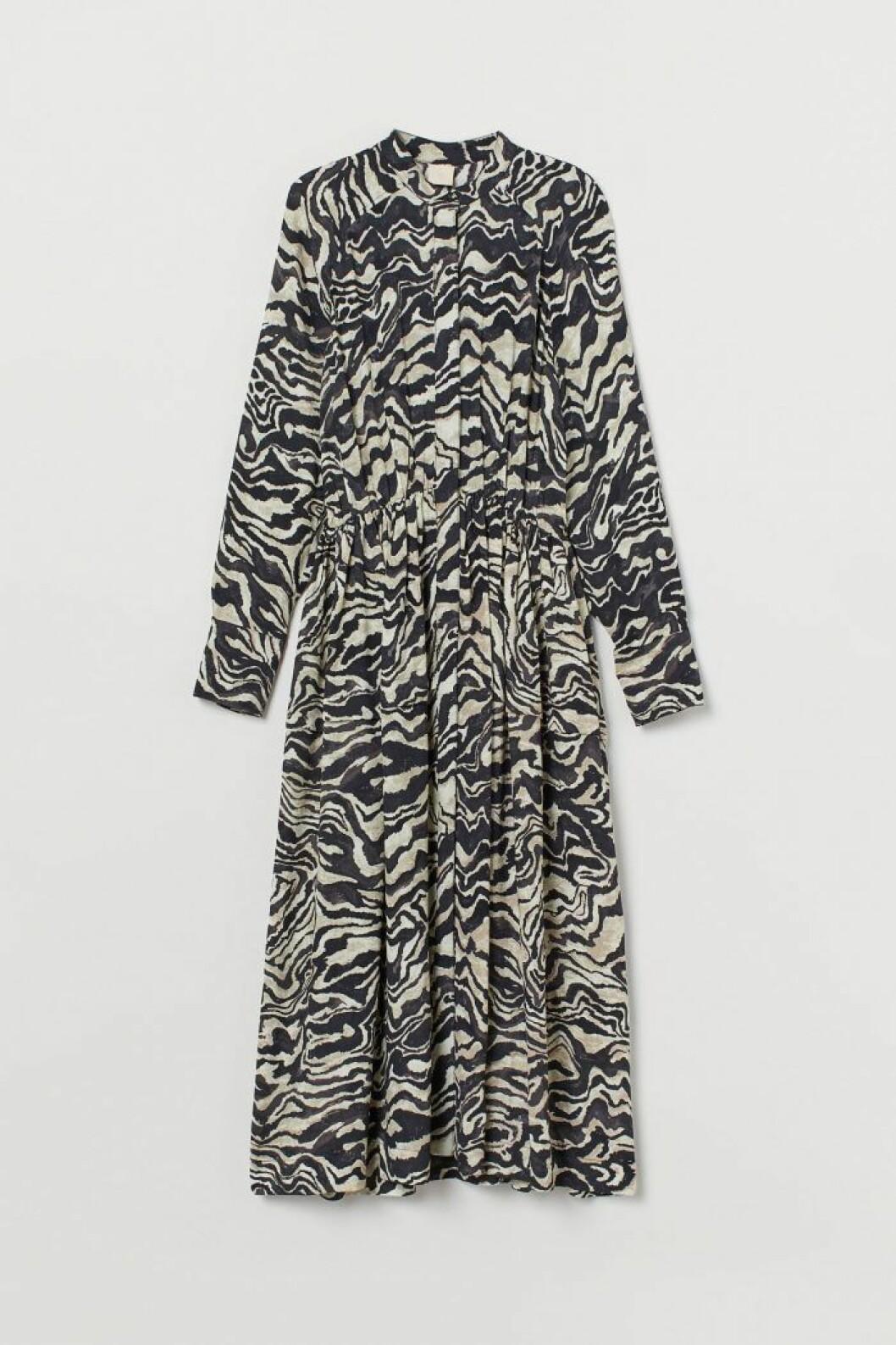 Tigermönstrad klänning