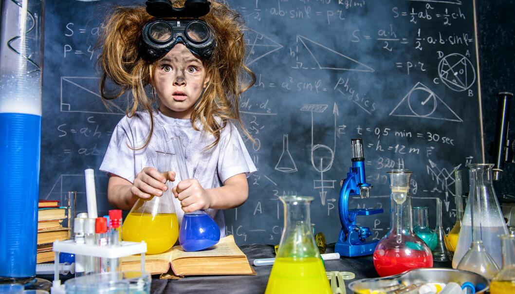 Ett till synes genialiskt barn som fått ett namn som speglar intelligensen hos barnet på bilden.