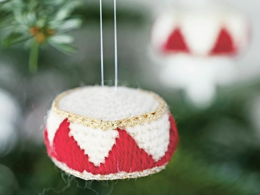 Julpynt – sticka och virka en fin julgransdekoration.