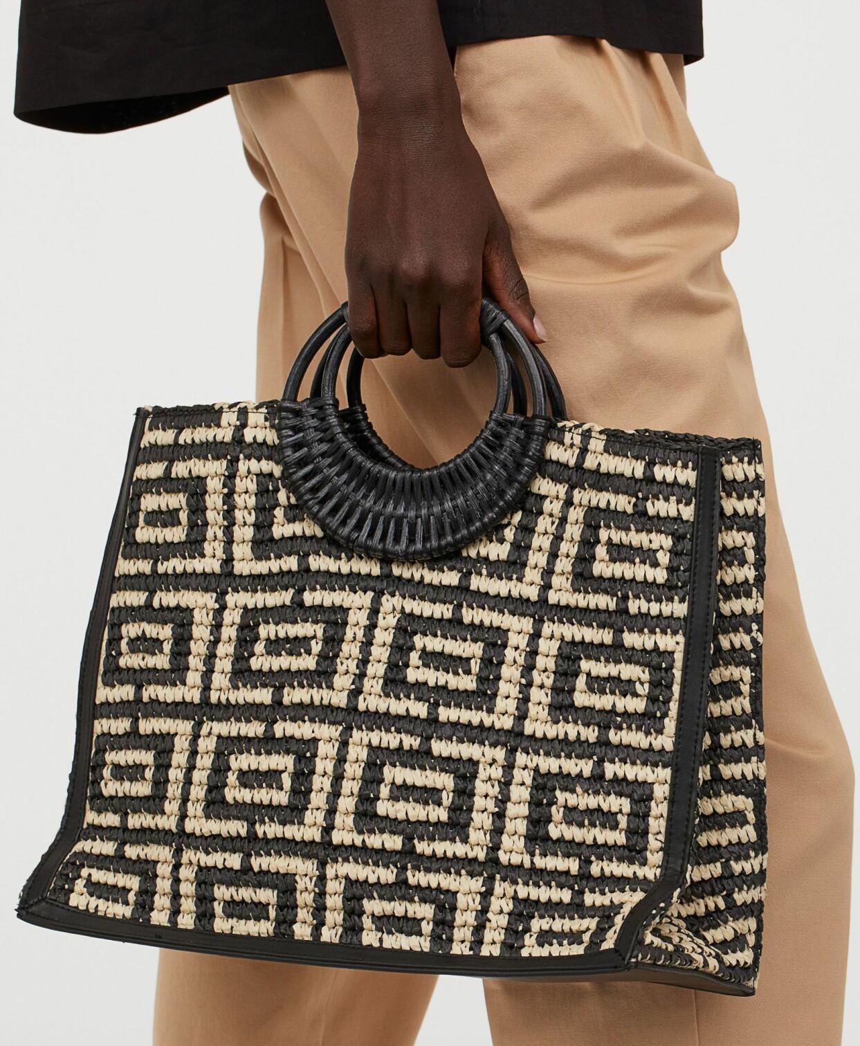 Stor flätad stråväska med runda handtag, från H&M