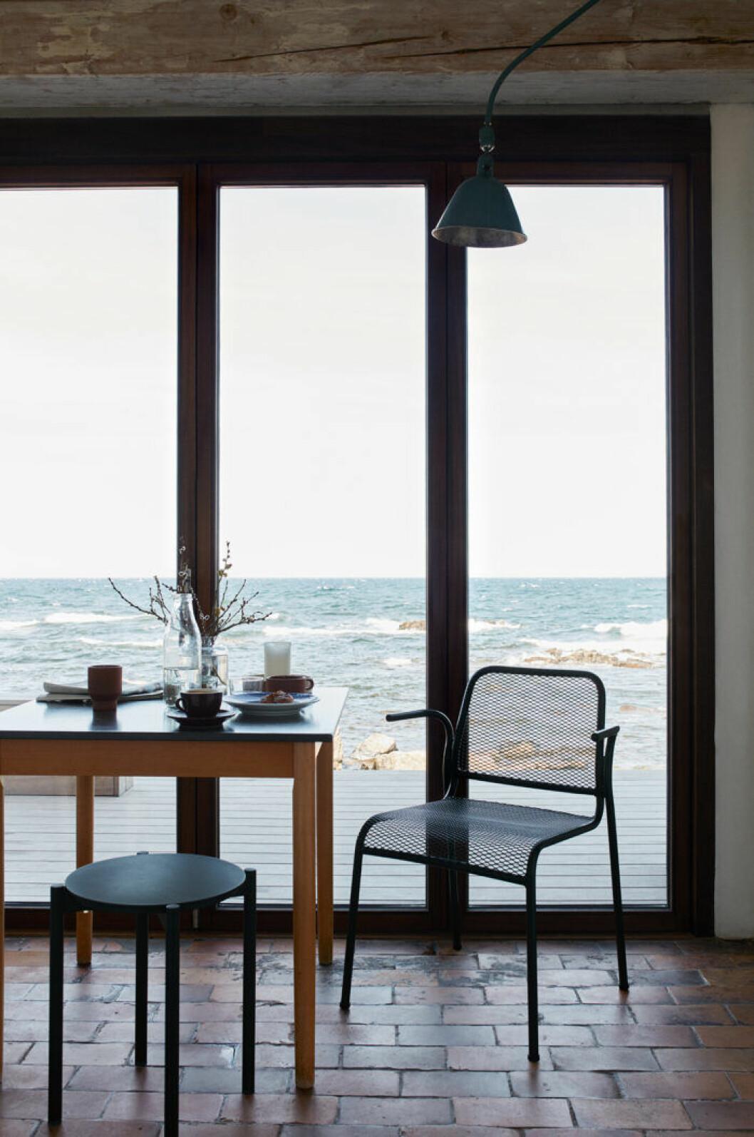 Stora fönster nära havet –en vinnande kombination.