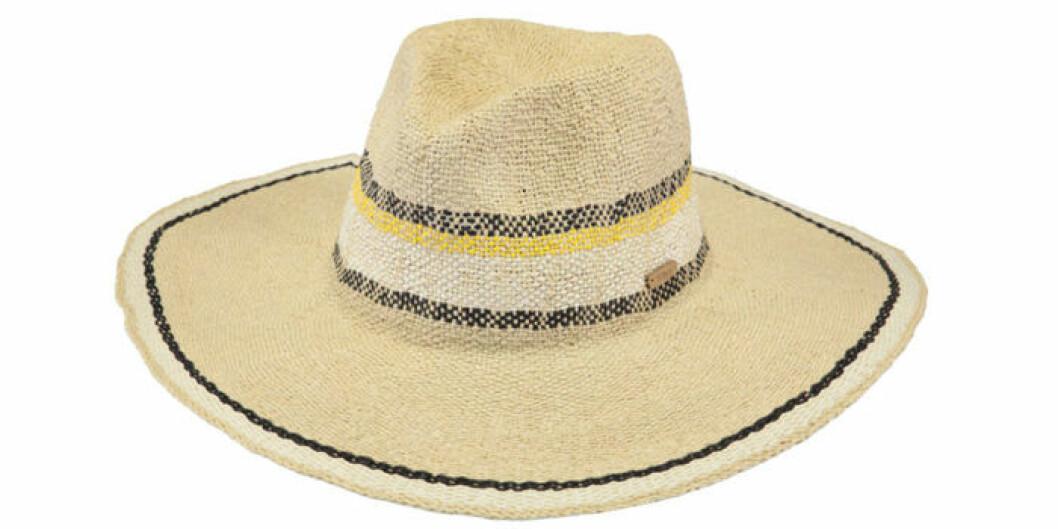 Ljus hatt med mönster