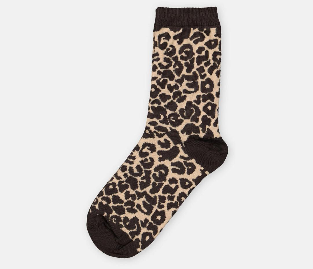 Strumpor med leopardmönster.