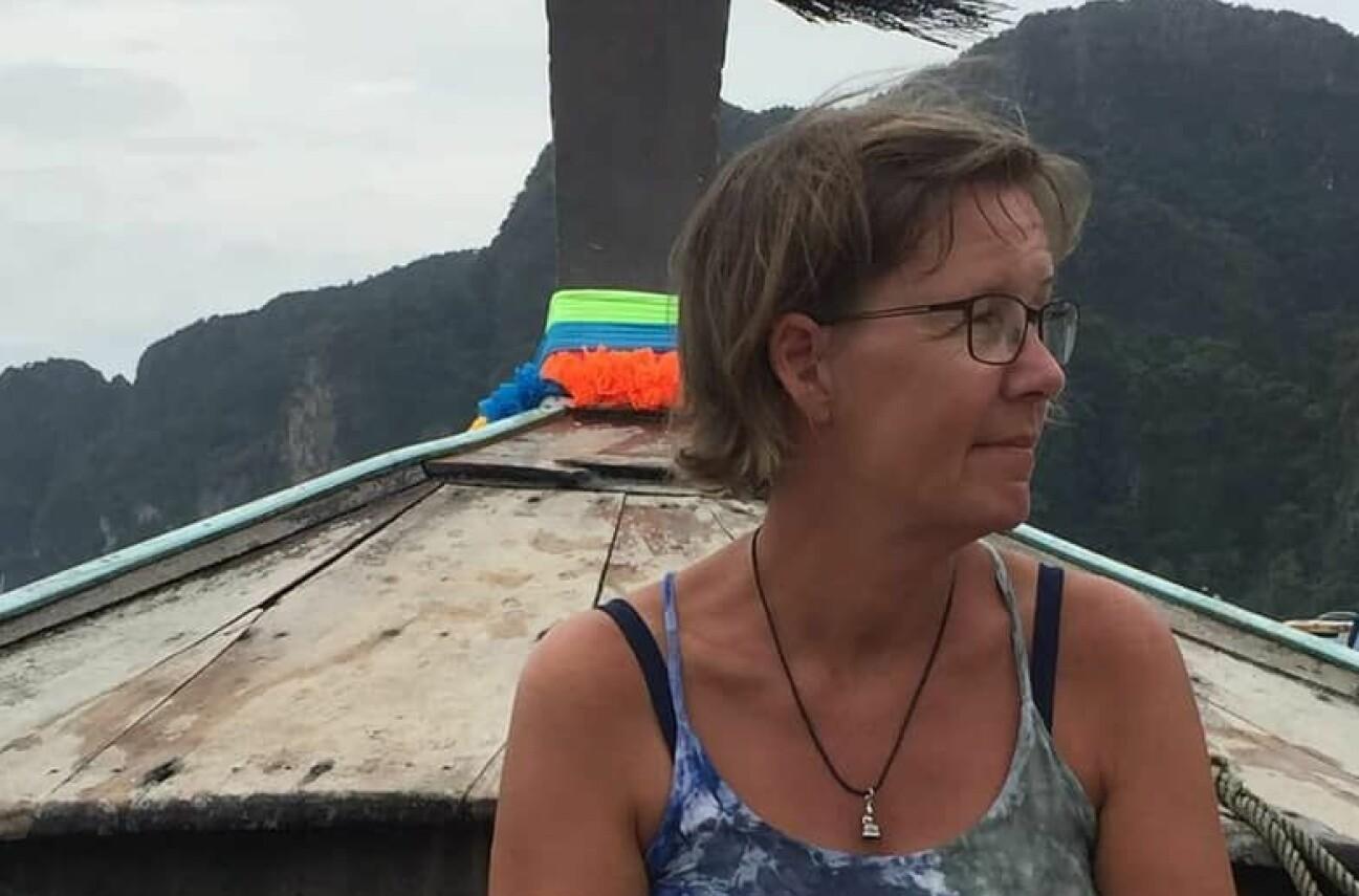 Susanne Bohlin på en båt i Thailand – dit hon flydde efter hoten i Sverige.