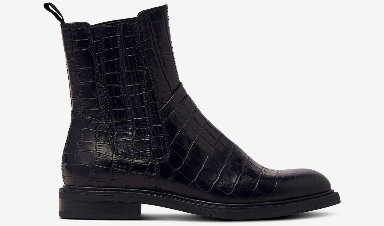 Svarta boots i krokopräglat skinn, från Vagabond.