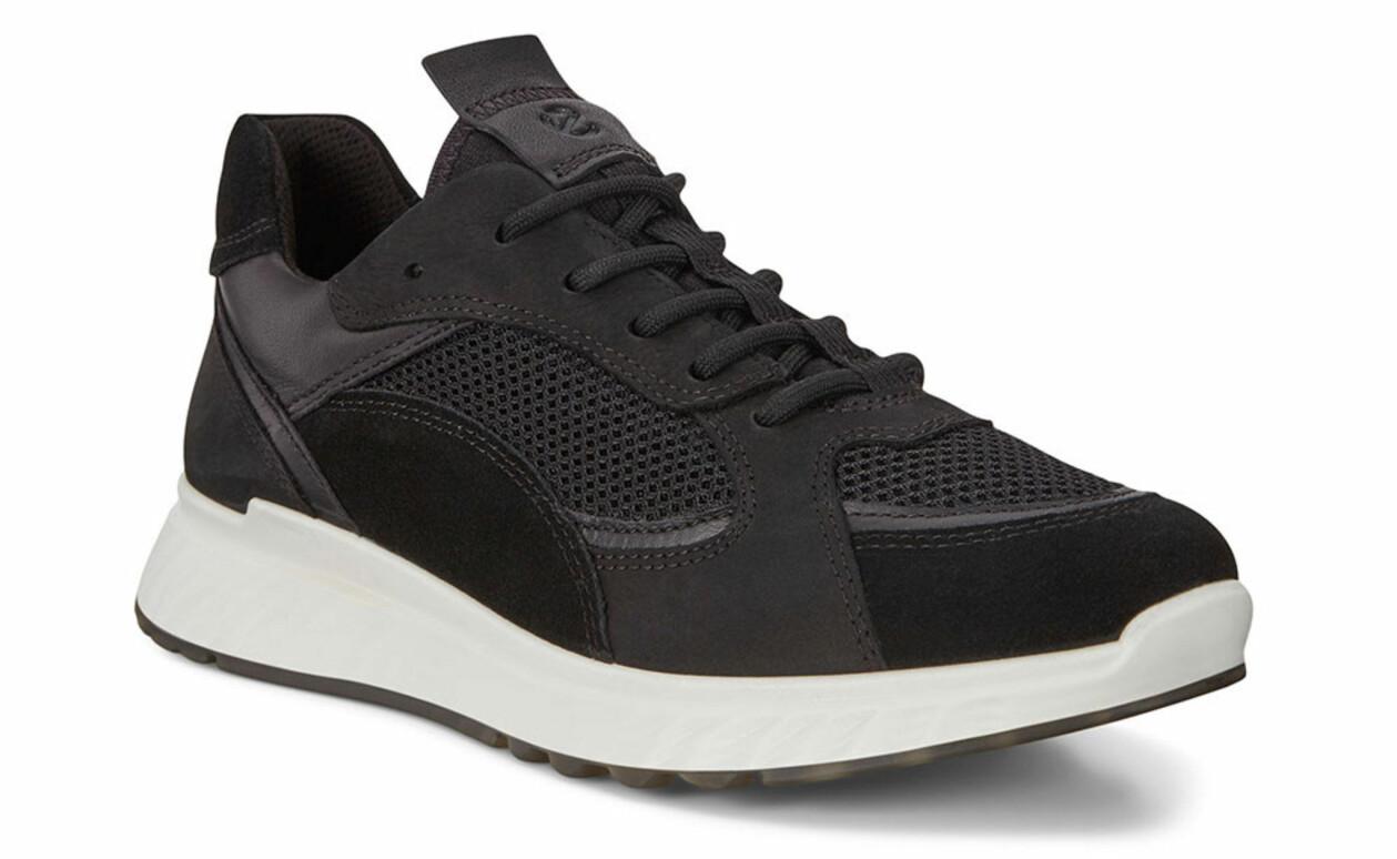 Svarta sneakers i skinn och textil från Ecco.
