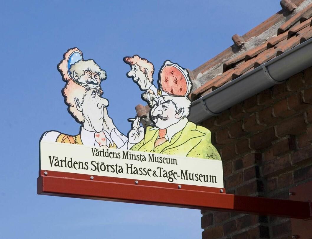Skylt till Hasse och Tage-muséet