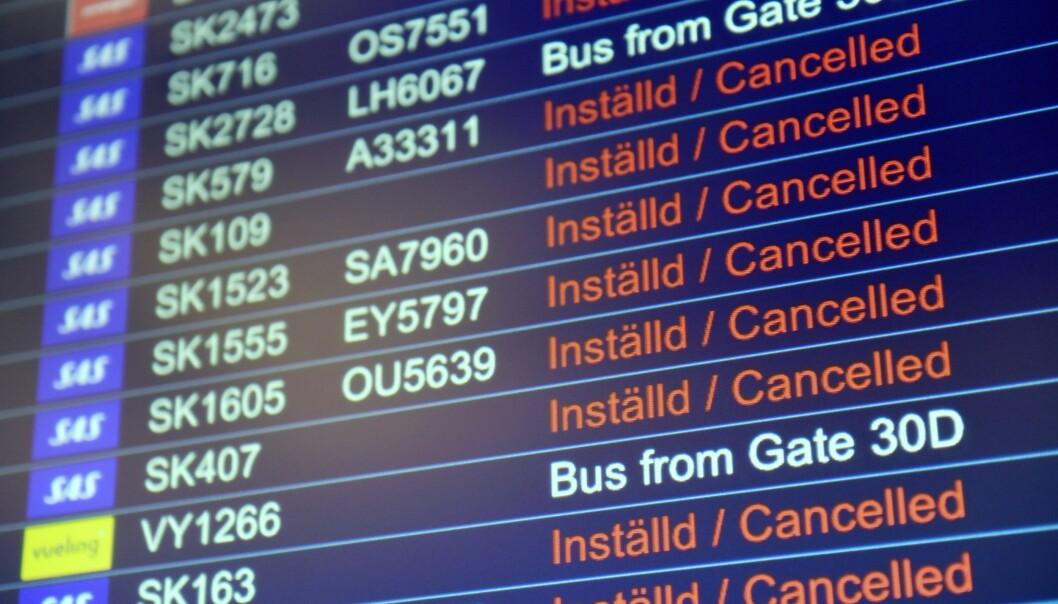 Tavla som visar inställda flyg på Arlanda, Stockholm, till följd av coronaviruset.