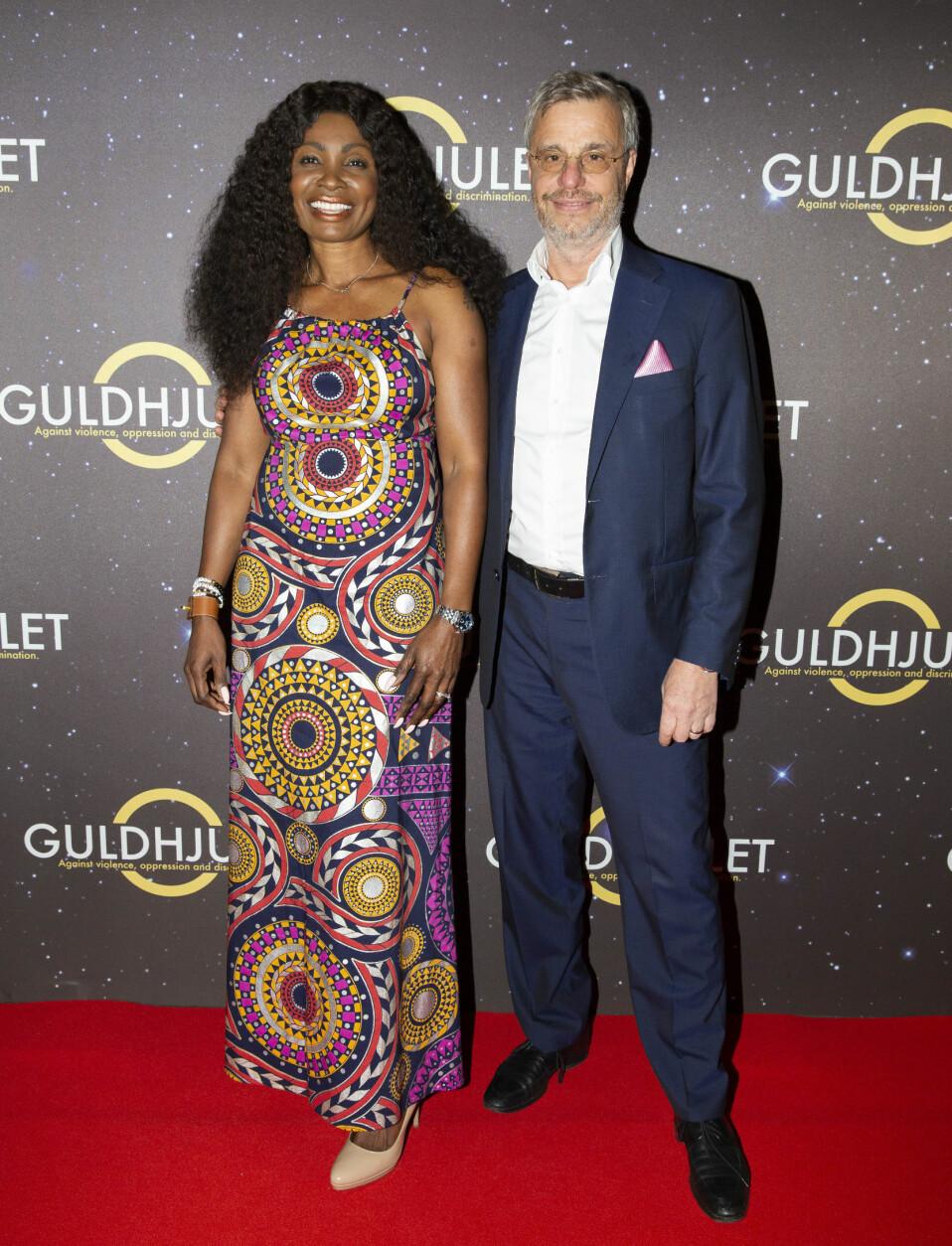 Teresa och maken Peter på röda mattan till en gala med stiftelsen Guldhjulet som de har startat.
