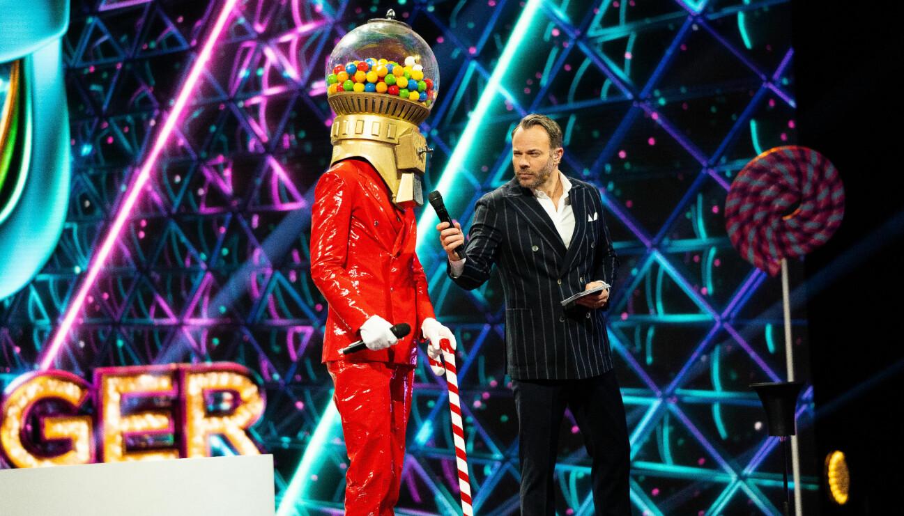 David Hellenius intervjuar utklädd kändis, Godisautomaten, i Masked Singer.