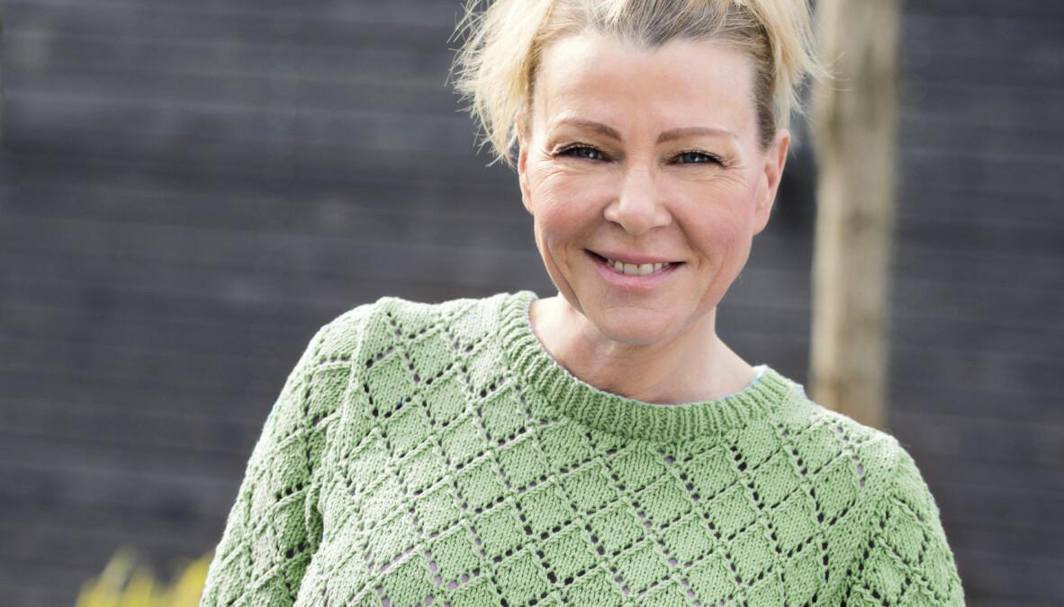 Spetsmönstrad stickad tröja i ljusgrön färg.