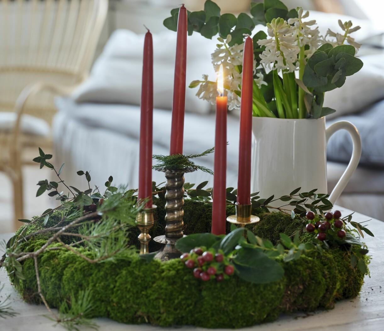 Vacker bordskrans till advent.
