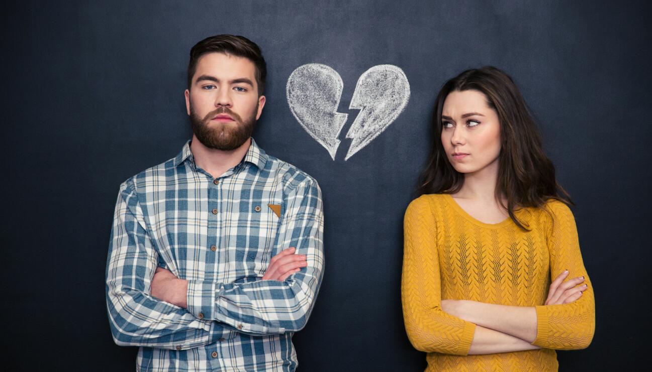 Ett ungt par med ett krossat hjärta mellan sig.